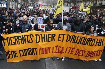 4835320_6_5299_des-manifestants-defilent-pour-soutenir-les_200addcd289f4dde33e47278bc6269f4