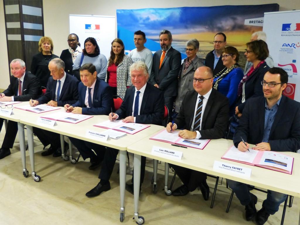 Signature du projet de renouvellement urbain en présence du Maire F.Cuillandre, du Ministre de la ville, Patrick Kanner, et l'adjointe au maire du quartier de Bellevue, Jacquelinbe Héré